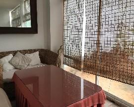 Habitacion con bano privado en casa unifamiliar con piscina