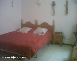Familia de Arrecife alquila habitacion en su piso