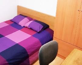 Tenemos una habitacion con cama doble disponible