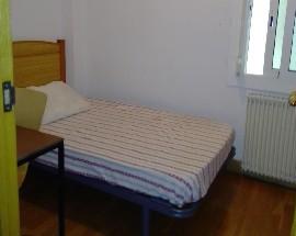Amplio piso 4 habitaciones y 2 banos Badalona