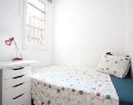 Small sunny double bedroom available in the Sagrada Familia