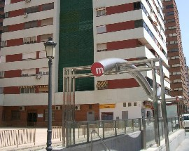 Alquilo habitacion a chica estudiante Valencia metro Aragon