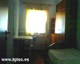 Habitacion individual mucha luz en Madrid