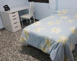 Se alquilan 3 habitaciones para estudiantes en piso centrico