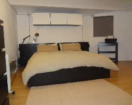 Alquilo habitacion interior para parejas Barcelona