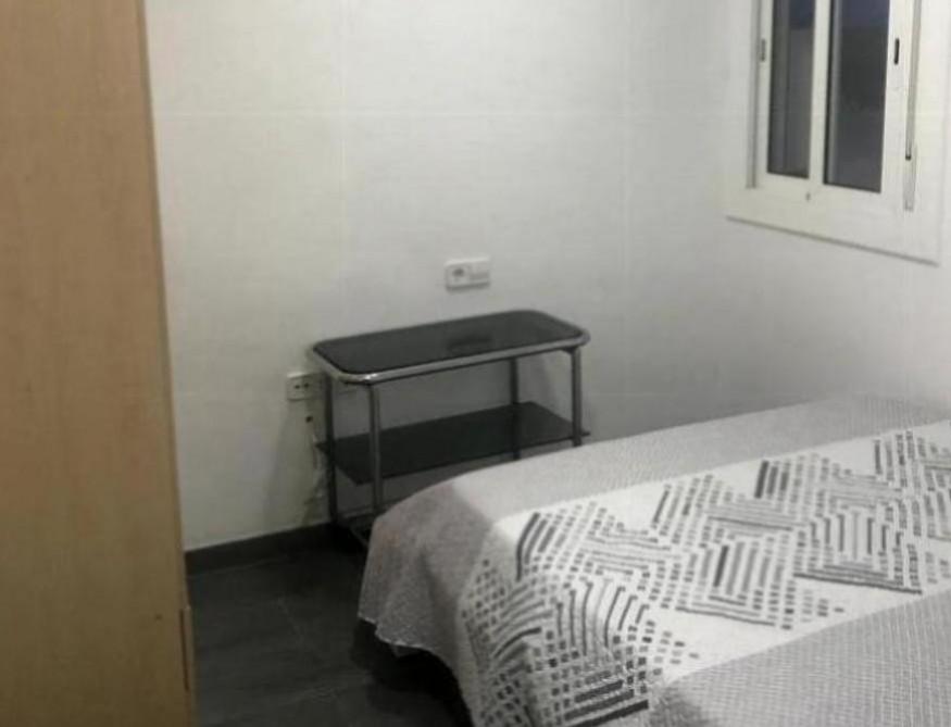 Se alquila habitacion con cama doble en Tarragona