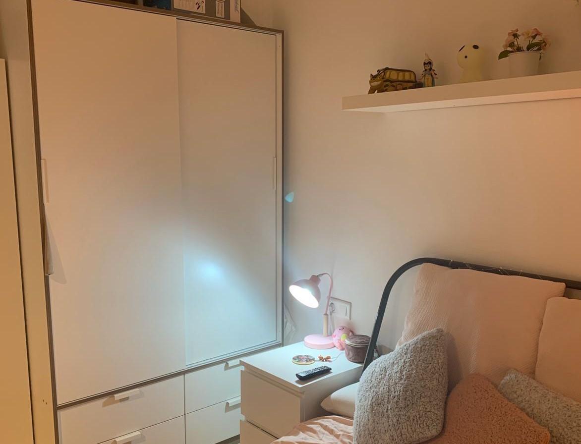 Tengo una habitacion doble con ventana en Barcelona