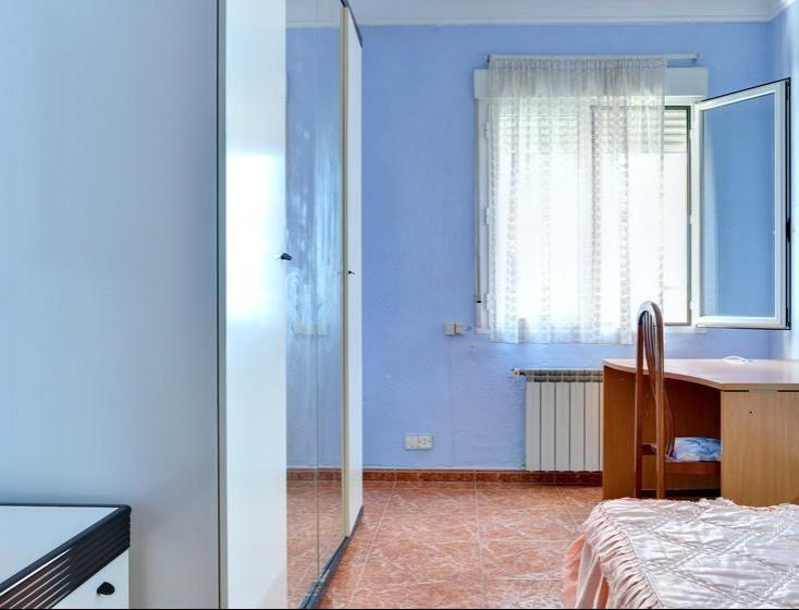 Habitacion grande en piso estudiantes Plaza Roma