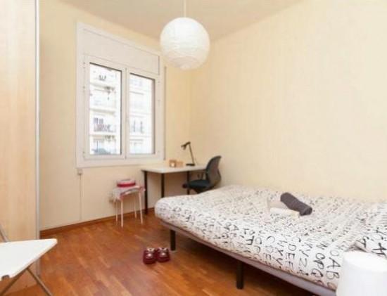 Habitacion grande cama doble zona Bonanova