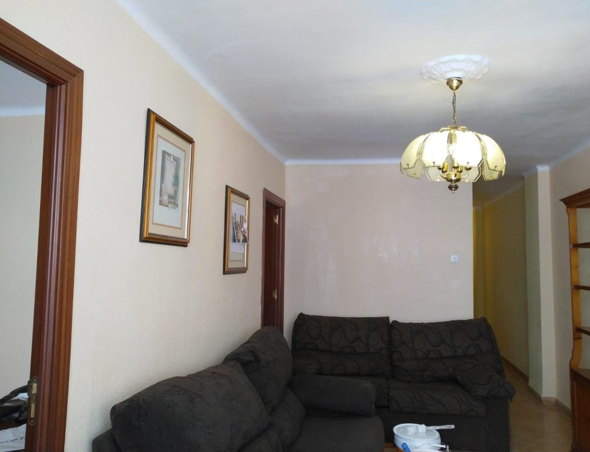 Habitacion disponible para compartir piso con dos chicas mas